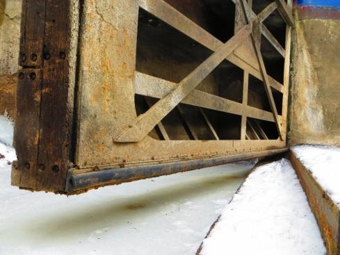 0aa6Lock 27 Miter sill, sill seal rubber, white oak miter timbers