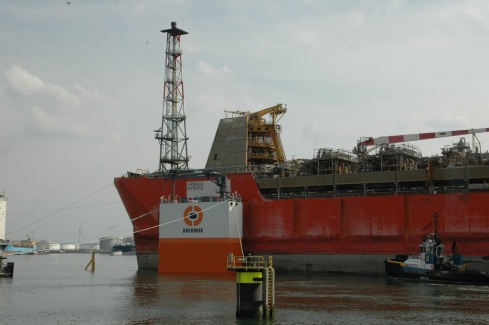 0aaaars6Invaren Armada Intrepid in Dockwise Vanguard_dd 20150508_11_RZ