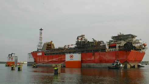 0aaaars7Invaren Armada Intrepid in Dockwise Vanguard_dd 20150508_13_RZ
