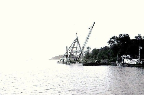 0aab11derrick boat #7 and tug PILOT-2
