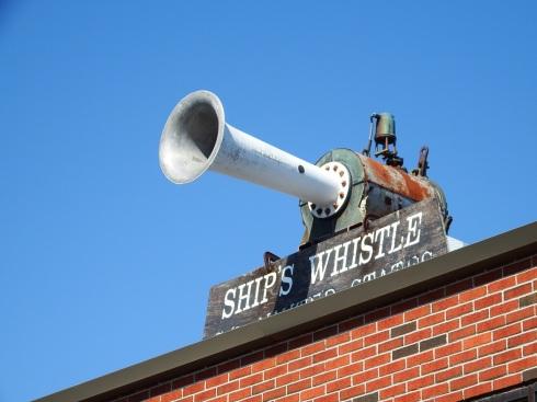 whistle2