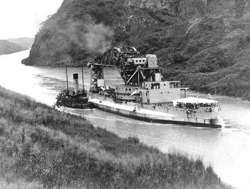 bb1USS Kearsarge as crane ship AB-1 transiting Panama canal